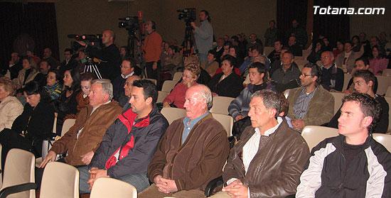 """EL ALCALDE Y LA CONCEJAL DE CULTURA PRESENTAN EL LIBRO GANADOR DEL VI PREMIO DE INVESTIGACIÓN HISTÓRICA """"ALPORCHÓN"""" QUE VERSA SOBRE LA TRADICIÓN HISTÓRICA DE LA ARTESANÍA LOCAL   , Foto 6"""