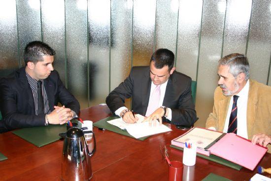 EL AYUNTAMIENTO DE TOTANA SUSCRIBE UN CONVENIO CON EL MINISTERIO DEL INTERIOR PARA INICIAR LA CONSTRUCCI�N DEL EDIFICIO QUE ALBERGAR� LA NUEVA CASA CUARTEL DE LA GUARDIA CIVIL EN LA YESERA (2008), Foto 2