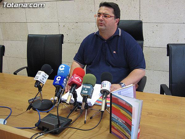 SE PRESENTA LA GUIA DE ASOCIACIONES 2007 DONDE VIENE RECOGIDA TODA LA INFORMACIÓN DEL TEJIDO ASOCIATIVO DE TOTANA, Foto 1