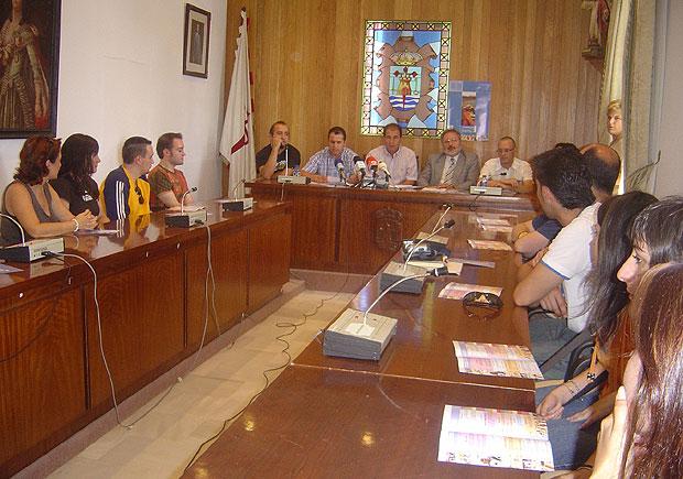 LA CONCEJALÍA DE ARTESANÍA Y EL CENTRO TECNOLÓGICO DE ARTESANÍA ORGANIZAN EL II ENCUENTRO DE JÓVENES DISEÑADORES Y ARTESANOS, Foto 1