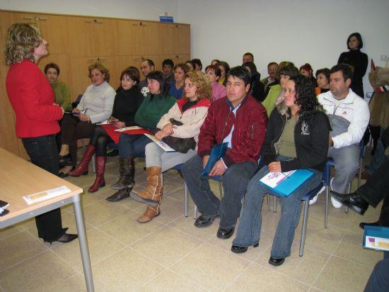 """EXITOSO COMIENZO DEL TALLER """"NEXO: UNA NUEVA EXPERIENCIA DE APRENDIZAJE"""", PARA PADRES Y MADRES QUE """"EL CANDIL"""" DESARROLLA EN LA CONCEJALÍA DE PARTICIPACIÓN CIUDADANA (2008), Foto 1"""