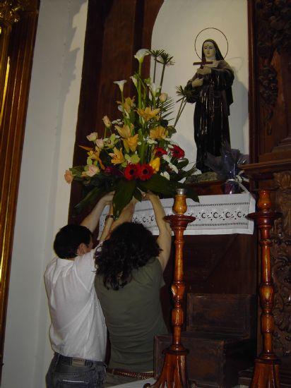 LOS TRABAJADORES MUNICIPALES REALIZAN UNA OFRENDA FLORAL A LA IMAGEN DE SANTA RITA CON MOTIVO DE LA FESTIVIDAD DE SU PATRONA, Foto 5