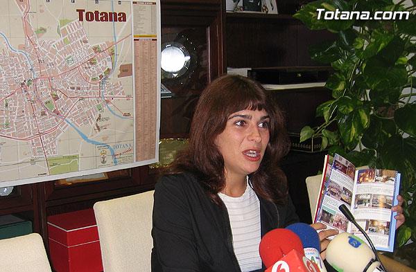LA CONCEJALÍA DE TURISMO EDITA CALLEJEROS ACTUALIZADOS DE TOTANA QUE SE DISTRIBUIRÁN A EMPRESARIOS Y COMERCIANTES DEL MUNICIPIO, Y SE REPARTIRÁN EN LA OFICINA DE TURISMO, Foto 2