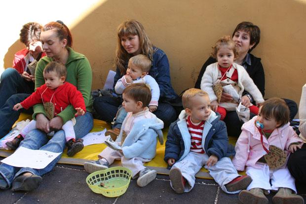 """Los pequeños  de la escuela infantil """"Carmen Baró"""" celebraron el Día de la Castaña, Foto 1"""