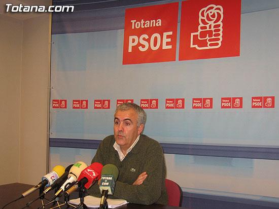 EL PSOE DICE QUE ROQUE MOLINA ES EL PRINCIPAL RESPONSABLE DE LA RUINA DEL AYUNTAMIENTO, Foto 1