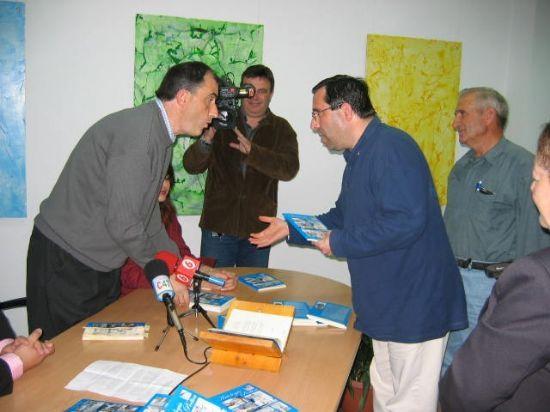ANTONIO LORCA C�NOVAS PRESENTA EN EL CENTRO OCUPACIONAL JOS� MOYA TRILLA SU ANTOLOG�A PO�TICA, Foto 1