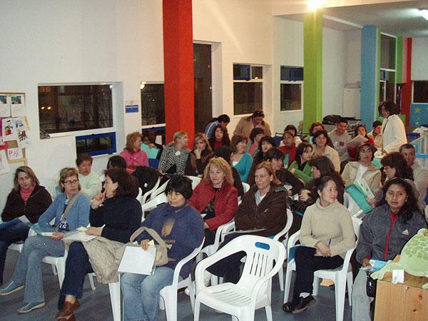 """EL CANDIL PONE EN MARCHA UN TALLER DE PADRES Y MADRES A TRAVÉS DEL PROYECTO NEXO: """"UNA NUEVA EXPERIENCIA DE APRENDIZAJE"""" CON LA PARTICIPACIÓN DE MÁS DE MEDIO CENTENAR DE FAMILIAS, Foto 2"""