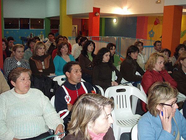 """EL CANDIL PONE EN MARCHA UN TALLER DE PADRES Y MADRES A TRAVÉS DEL PROYECTO NEXO: """"UNA NUEVA EXPERIENCIA DE APRENDIZAJE"""" CON LA PARTICIPACIÓN DE MÁS DE MEDIO CENTENAR DE FAMILIAS, Foto 3"""