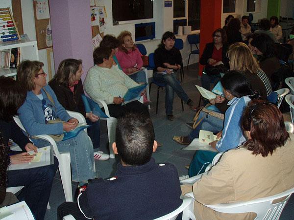 """EL CANDIL PONE EN MARCHA UN TALLER DE PADRES Y MADRES A TRAVÉS DEL PROYECTO NEXO: """"UNA NUEVA EXPERIENCIA DE APRENDIZAJE"""" CON LA PARTICIPACIÓN DE MÁS DE MEDIO CENTENAR DE FAMILIAS, Foto 8"""