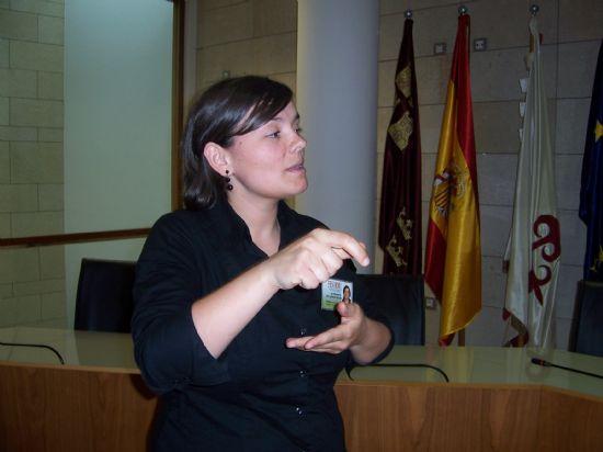 """EL """"TALLER DE LENGUA DE SIGNOS""""  COMENZARÁ A IMPARTIRSE EN EL MES DE SEPTIEMBRE, Foto 1"""
