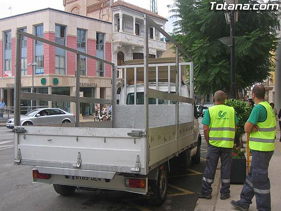 """EL SERVICIO DE RECOGIDA DE CARTÓN DOMICILIARIA """"PUERTA A PUERTA"""", QUE RECORRERÁ LAS CALLES DE LA LOCALIDAD DE LUNES A VIERNES DE SIETE DE LA TARDE A DIEZ DE LA NOCHE, SE PONE EN MARCHA CON UN CENTENAR DE COMERCIOS ADHERIDOS (2007), Foto 4"""