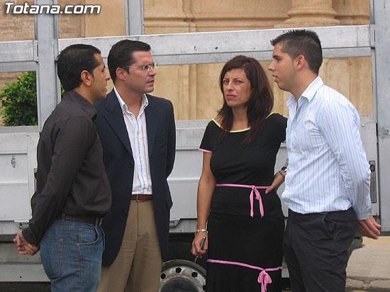 """EL SERVICIO DE RECOGIDA DE CARTÓN DOMICILIARIA """"PUERTA A PUERTA"""", QUE RECORRERÁ LAS CALLES DE LA LOCALIDAD DE LUNES A VIERNES DE SIETE DE LA TARDE A DIEZ DE LA NOCHE, SE PONE EN MARCHA CON UN CENTENAR DE COMERCIOS ADHERIDOS (2007), Foto 6"""