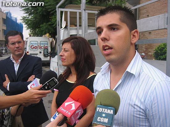 """EL SERVICIO DE RECOGIDA DE CARTÓN DOMICILIARIA """"PUERTA A PUERTA"""", QUE RECORRERÁ LAS CALLES DE LA LOCALIDAD DE LUNES A VIERNES DE SIETE DE LA TARDE A DIEZ DE LA NOCHE, SE PONE EN MARCHA CON UN CENTENAR DE COMERCIOS ADHERIDOS (2007), Foto 8"""