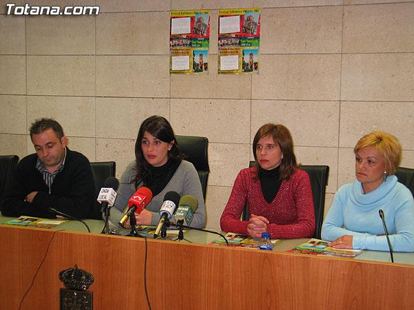 """LAS ACTIVIDADES PROGRAMADAS CON MOTIVO DEL """"III FESTIVAL FOLKLÓRICO DE TOTANA"""", QUE ACOGERÁ LA ACTUACIÓN DE SEIS GRUPOS DE CANTE Y BAILE, SE CELEBRARÁN EL 1 DE DICIEMBRE EN EL CINE VELASCO (2007), Foto 3"""