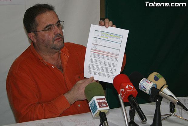 EL PORTAVOZ DE IU+LOS VERDES OFRECI� UNA RUEDA DE PRENSA PARA INFORMAR DE ALGUNOS ASPECTOS DE ACTUALIDAD, Foto 1