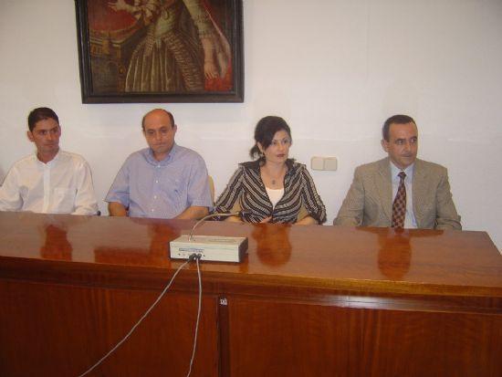 ALCALDE Y CONCEJAL DE PERSONAL PRESIDEN ACTO TOMA POSESI�N CUATRO NUEVOS FUNCIONARIOS DEL AYUNTAMIENTO DE TOTANA , Foto 1