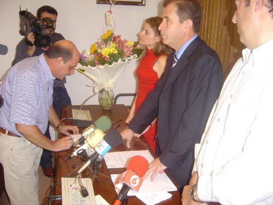 ALCALDE Y CONCEJAL DE PERSONAL PRESIDEN ACTO TOMA POSESI�N CUATRO NUEVOS FUNCIONARIOS DEL AYUNTAMIENTO DE TOTANA , Foto 4