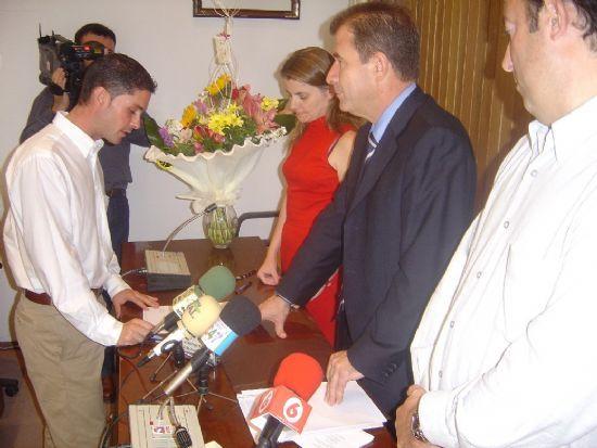 ALCALDE Y CONCEJAL DE PERSONAL PRESIDEN ACTO TOMA POSESI�N CUATRO NUEVOS FUNCIONARIOS DEL AYUNTAMIENTO DE TOTANA , Foto 5