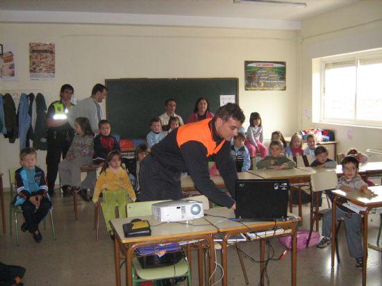 PROTECCI�N CIVIL DE TOTANA IMPARTE EN EL COLEGIO SAN CRIST�BAL DE ALEDO CHARLAS PREVENTIVAS Y DE ACTUACI�N FRENTE A TERREMOTOS (2007), Foto 1