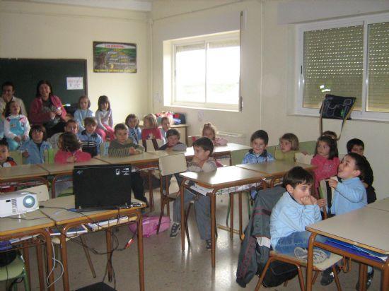 PROTECCI�N CIVIL DE TOTANA IMPARTE EN EL COLEGIO SAN CRIST�BAL DE ALEDO CHARLAS PREVENTIVAS Y DE ACTUACI�N FRENTE A TERREMOTOS (2007), Foto 3