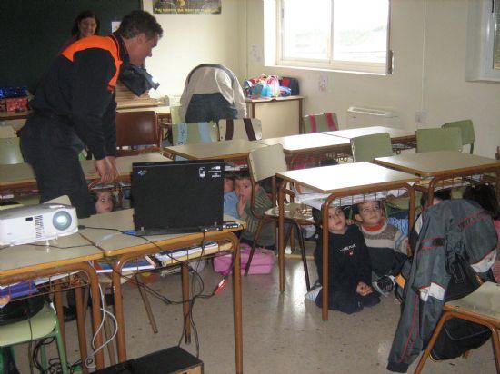 PROTECCI�N CIVIL DE TOTANA IMPARTE EN EL COLEGIO SAN CRIST�BAL DE ALEDO CHARLAS PREVENTIVAS Y DE ACTUACI�N FRENTE A TERREMOTOS (2007), Foto 9
