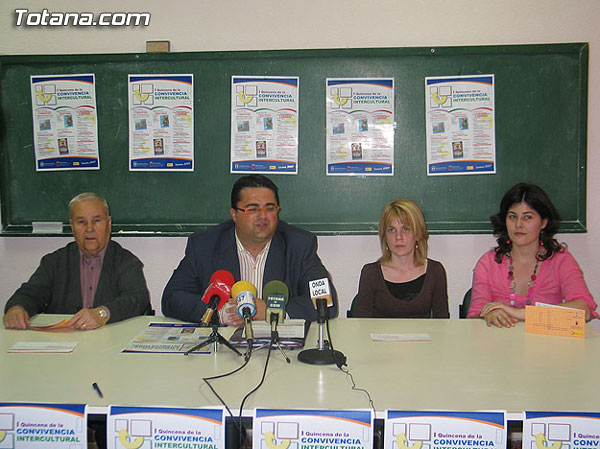 """EL I CONCURSO DE FOTOGRAFÍA """"LA IMAGEN DE AQUÍ"""" PREMIA A LOS AUTORES ANDRÉS CARRASCO, POR SU SERIE """"CONVIVENCIA"""", Y A JAVIER ARCENILLAS, CON LAS DOS OBRAS EL ABRAZO Y EL BASURERO, Foto 1"""