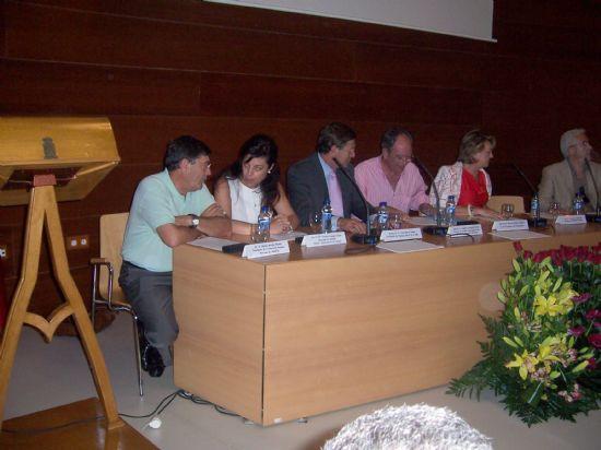 El ganador del premio de investigación Diego Manzano recibe 6.000 euros y su trabajo será publicado por la Universidad (2008), Foto 1