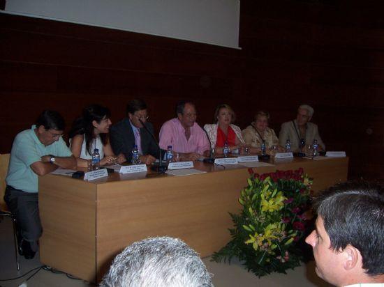El ganador del premio de investigación Diego Manzano recibe 6.000 euros y su trabajo será publicado por la Universidad (2008), Foto 2