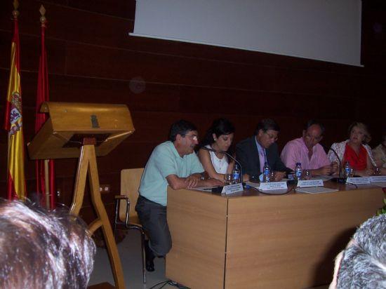 El ganador del premio de investigación Diego Manzano recibe 6.000 euros y su trabajo será publicado por la Universidad (2008), Foto 3
