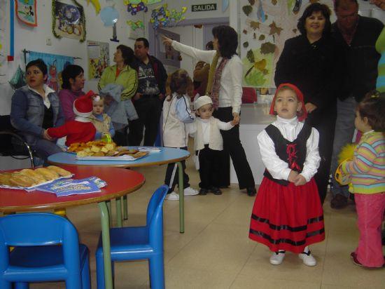 LOS CONCEJALES DE EDUCACIÓN E INFANCIA VISITAN LAS FIESTAS DE NAVIDAD DE LAS ESCUELAS INFANTILES DE TOTANA, Foto 1