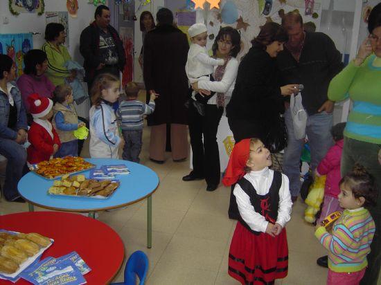 LOS CONCEJALES DE EDUCACIÓN E INFANCIA VISITAN LAS FIESTAS DE NAVIDAD DE LAS ESCUELAS INFANTILES DE TOTANA, Foto 2