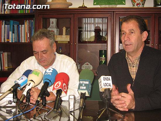 EL ESCULTOR MURCIANO ANTONIO MIR, AUTOR DEL CARTEL ANUNCIADOR DEL ENTIERRO DE LA SARDINA, REALIZARÁ UNA ESCULTURA EN TOTANA, Foto 1