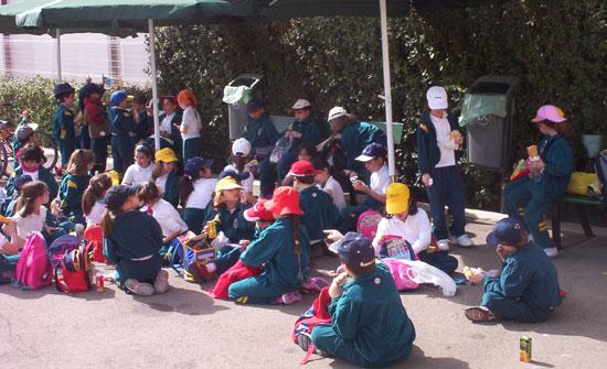 50 NIÑOS Y NIÑAS DE ORIHUELA REALIZAN PRÁCTICAS DE EDUCACIÓN VIAL EN TOTANA, Foto 2