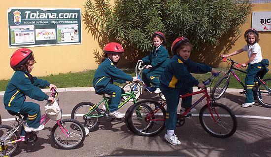 50 NIÑOS Y NIÑAS DE ORIHUELA REALIZAN PRÁCTICAS DE EDUCACIÓN VIAL EN TOTANA, Foto 5