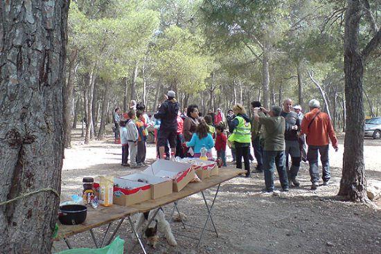 El club senderista de Totana celebr� su primer d�a de convivencia familiar, que tuvo lugar en el paraje de la Balsa Grande, Foto 1