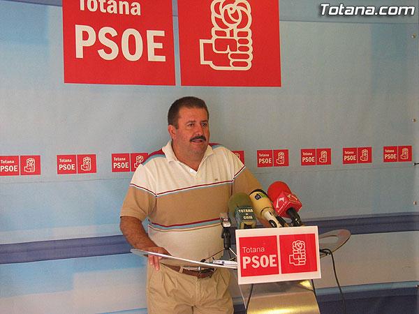 EL PSOE DENUNCIA LA PELIGROSIDAD DE LA ROTONDA DE ACCESO DE LA AUTOVIA TOTANA-MAZARRÓN, Foto 1