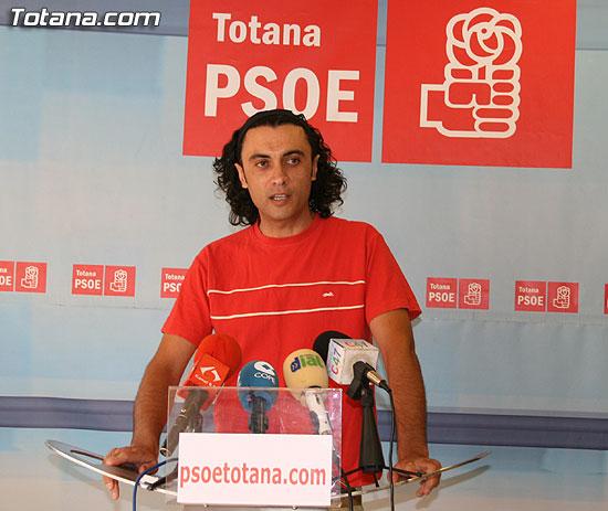 El concejal socialista Martínez Usero asegura que Valverde declarará en calidad de imputado por el caso Tótem el próximo 29 de julio (2008), Foto 1