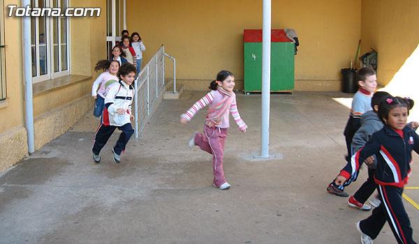 SIMULACRO DE EVACUACI�N DE INCENDIO EN EL COLEGIO SANTIAGO DE TOTANA, Foto 1