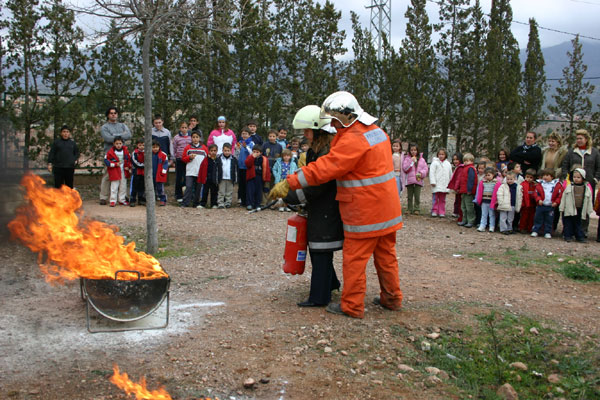 VOLUNTARIOS PROTECCIÓN CIVIL DE TOTANA IMPARTEN CHARLAS SOBRE ACTUACIONES EN SITUACIONES DE RIESGO EN EL COLEGIO PÚBLICO DE ALEDO , Foto 1