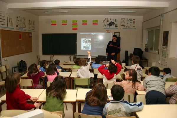 VOLUNTARIOS PROTECCIÓN CIVIL DE TOTANA IMPARTEN CHARLAS SOBRE ACTUACIONES EN SITUACIONES DE RIESGO EN EL COLEGIO PÚBLICO DE ALEDO , Foto 5