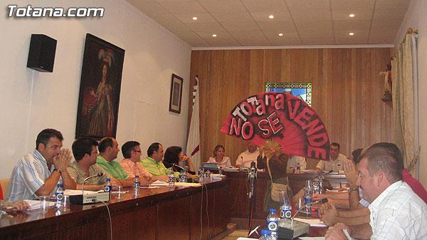 INTEGRANTES DE LA COORDINADORA ESPUÑA NO SE VENDE - TOTANA NO SE VENDE, IRRUMPIERON EN EL PLENO DEL AYUNTAMIENTO DE TOTANA, Foto 1