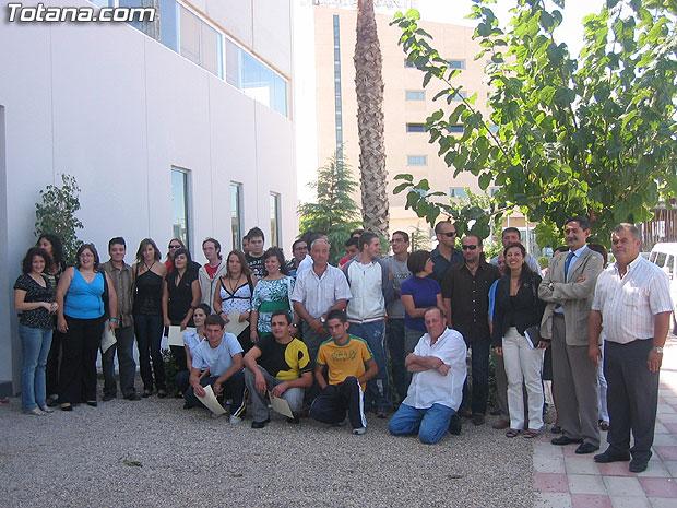 """LOS CUATRO TALLERES DE ALBAÑILERÍA, CERRAJERÍA, JARDINERÍA Y ELECTRICIDAD DE LA ESCUELA TALLER """"SANTA EULALIA"""" SE CLAUSURAN CON LA ENTREGA DE DIPLOMAS A UN TOTAL DE 32 ALUMNOS DEL MUNICIPIO, Foto 1"""