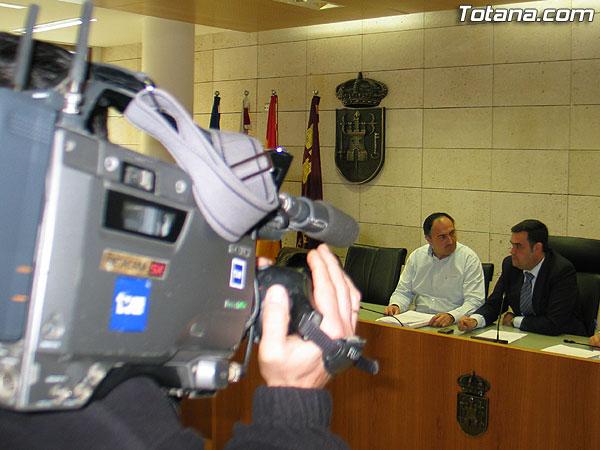 EL ALCALDE TRANSMITE TRANQUILIDAD E INSTA A LOS PORTAVOCES DE LOS GRUPOS MUNICIPALES A QUE ACT�EN CON RESPETO Y RESPONSABILIDAD POL�TICA PARA NO MANCHAR LA IMAGEN Y EL BUEN NOMBRE DE TOTANA Y SUS CIUDADANOS (2007), Foto 1