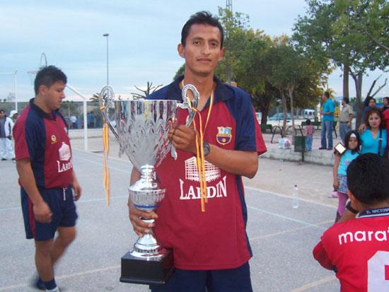 El equipo de fútbol sala patrocinado de la Peña Barcelonista de Totana se proclamó campeón las VI Jornadas Deportivas organizadas por la Asociación Latinoamericana de Inmigrantes Unidos, Foto 1