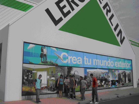 """LOS ALUMNOS DEL PROGRAMA DE INICIACIÓN PROFESIONAL PARA EL EMPLEO """"OPERARIO DE CARPINTERÍA"""" VISITAN LA MACROTIENDA """"LEROY MERLÍN"""", Foto 1"""
