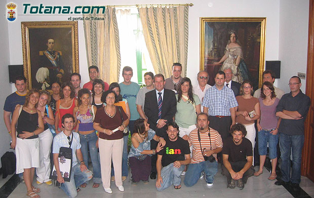 EL ALCALDE Y EL DIRECTOR GENERAL DE ARTESANÍA CLAUSURAN II ENCUENTRO DE JÓVENES DISEÑADORES Y ARTESANOS DE TOTANA   , Foto 1