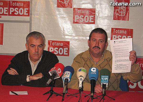 EL PSOE ACUSA AL ALCALDE DE COARTAR LA LIBERTAD DE EXPRESI�N Y DE APROPIARSE DE BIENES DE SU PROPIEDAD., Foto 1