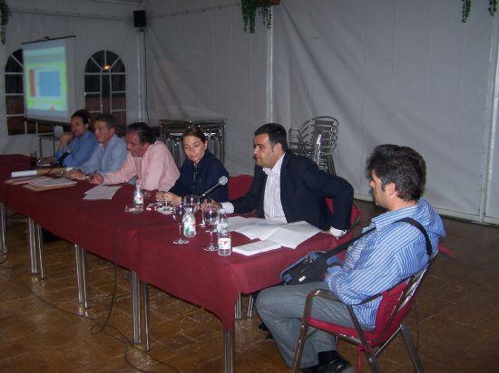 """EL ALCALDE PRESENTA A LOS VECINOS LOS PROYECTOS PREVISTOS PARA ESTA LEGISLATURA EN LA URBANIZACIÓN """"LA CHARCA"""" (2008), Foto 1"""
