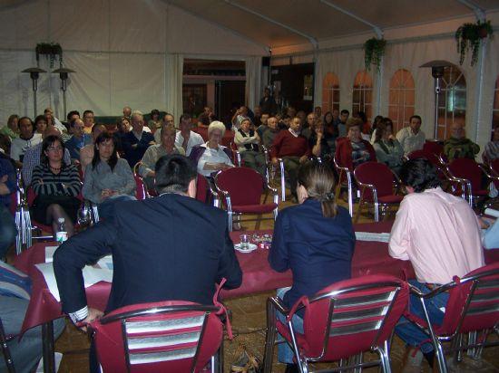 """EL ALCALDE PRESENTA A LOS VECINOS LOS PROYECTOS PREVISTOS PARA ESTA LEGISLATURA EN LA URBANIZACIÓN """"LA CHARCA"""" (2008), Foto 2"""