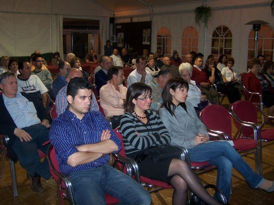 """EL ALCALDE PRESENTA A LOS VECINOS LOS PROYECTOS PREVISTOS PARA ESTA LEGISLATURA EN LA URBANIZACIÓN """"LA CHARCA"""" (2008), Foto 3"""